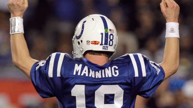 peyton-manning-statue-indianapolis-colts.jpg