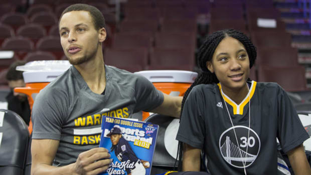 Stephen Curry Meets Mo'ne, Asks for Her Autograph