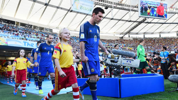 8-Year-Old American Walks Messi Into World Cup Final