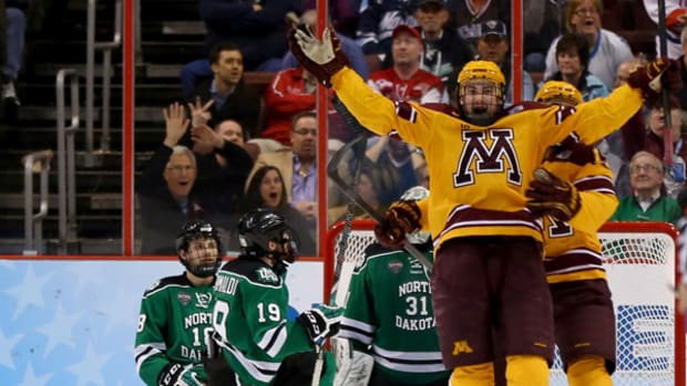 Gophers Reach Men's Hockey Finals on Last-Second Goal