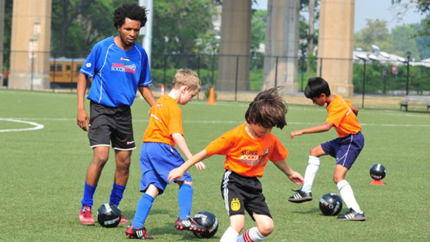 Kids Learn From the Pros at Super Soccer Stars
