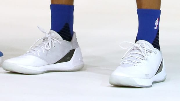 stephen-curry-chef-3-white-low-underarmour.jpg
