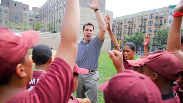 Bronx Bomber Mark Teixeira Helps Kids in Harlem