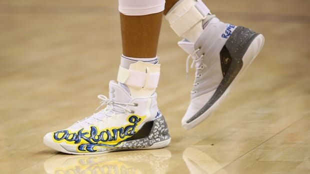 stephen-curry-oakland-shoes-auctioned.jpg
