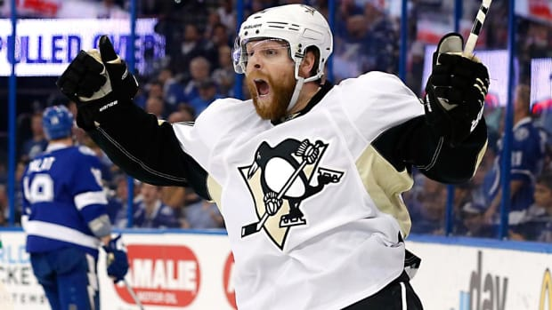 Phil-Kessel-Getty.jpg