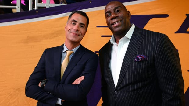 lakers-magic-johnson-rob-pelinka.jpg