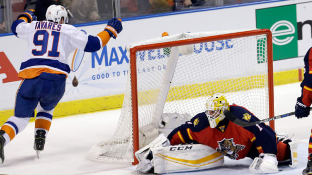 florida-panthers-new-york-islanders-game-1-recap-john-tavares.jpg