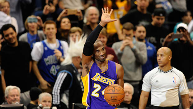 Kobe Bryant Passes Michael Jordan on All-Time Points List