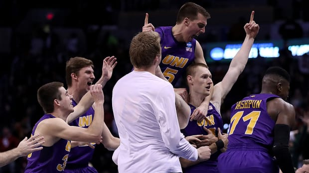 northern-iowa-wins-buzzer-beater-texas.jpg
