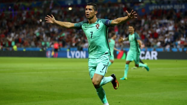 cristiano-ronaldo-uefa-player-year.jpg
