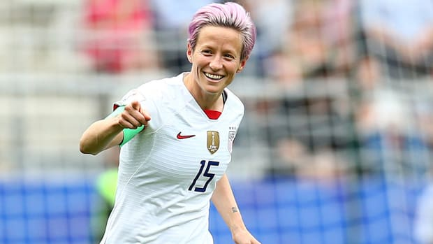 megan-rapinoe-smile-circus-usa-france.jpg
