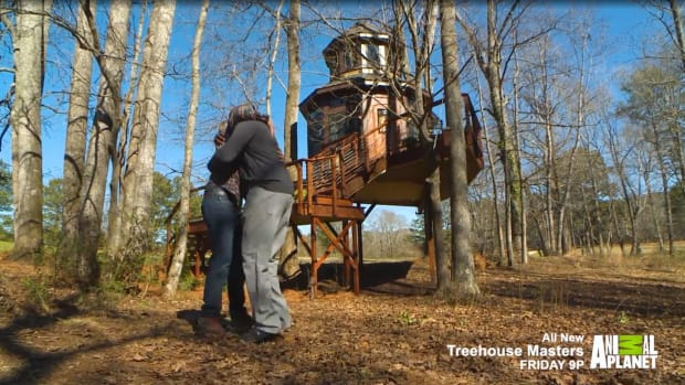 shaq-enjoying-new-treehouse.jpg