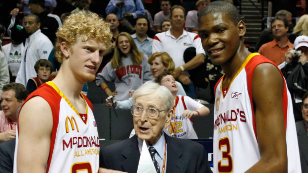 kevin-durant-john-wooden-chase.jpg
