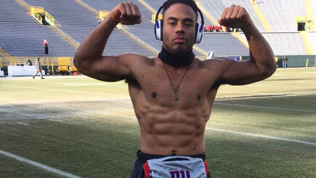 packers-giants-players-odell-beckham-shirtless-warmup-photos.jpg