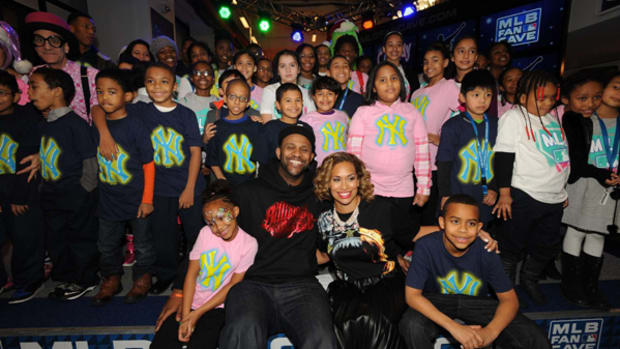 Yankees Ace CC Sabathia Hosts Holiday Party for 52 Kids
