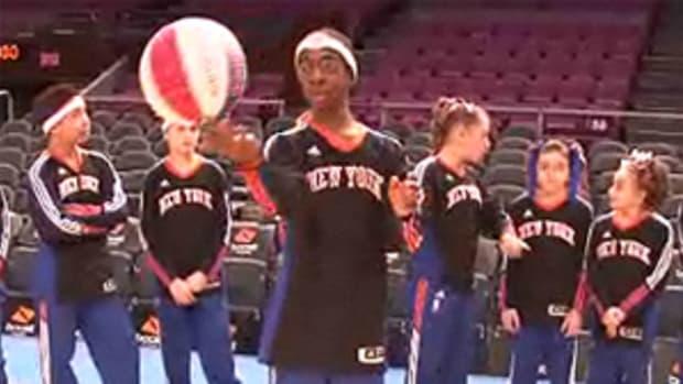 Knicks City Kids Do Their Best Harlem Globetrotters Impressions