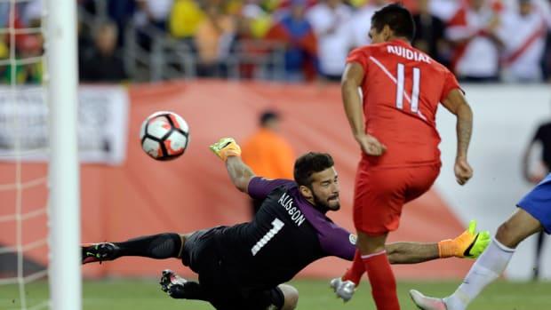 ruidaiz-peru-brazil-handball.jpg