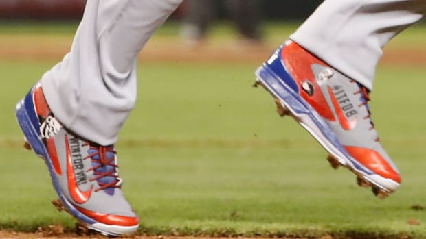 yasiel-puig-vin-scully-cleats-gift-photo.jpg