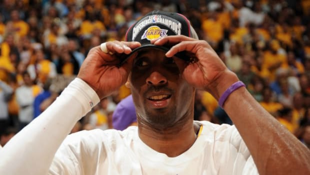 lakers-kobe-bryant-expensive-hat.jpg