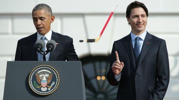 barack-obama-justin-trudeau-hockey.jpg