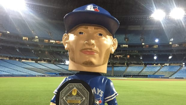blue-jays-josh-donaldson-life-sized-bobblehead-photo.jpg