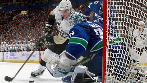 Crosby-top-Vinnick-NHLI.jpg