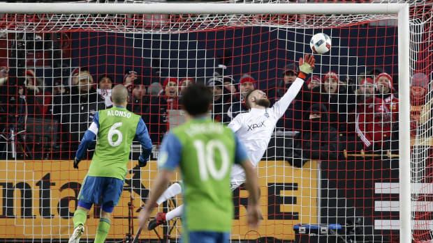 stefan-frei-save-mls-cup-seattle-sounders.jpg