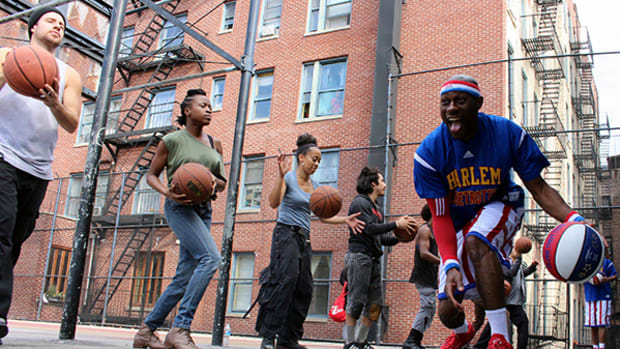 Harlem Globetrotters and Cast of Stomp Make Music with Basketballs