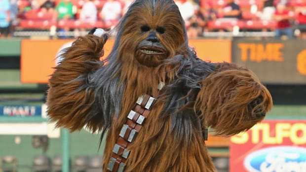Chewbacca Throws Out First Pitch on Cardinals Star Wars Night