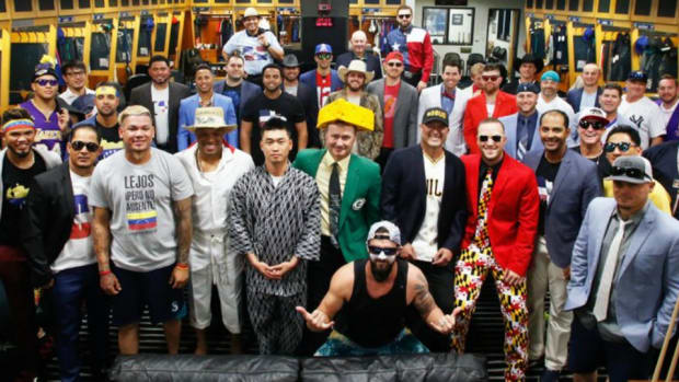 seattle-mariners-dress-up-costumes-photos.jpg