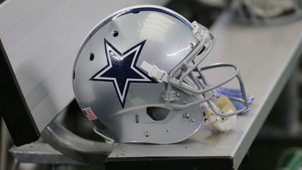 hospitalized-baby-dallas-cowboys.jpg