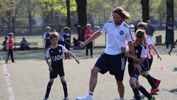 MLS Player Mix Diskerud Surprises Youth Soccer Teams