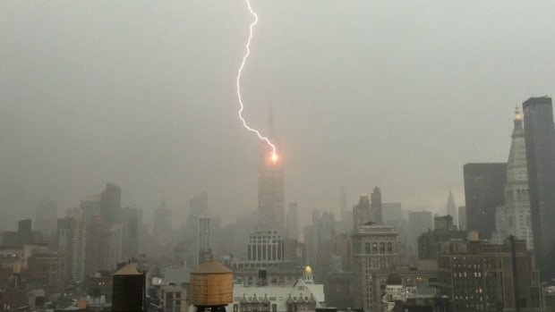 empire-state-building-noah-syndergaard-lightning.jpg
