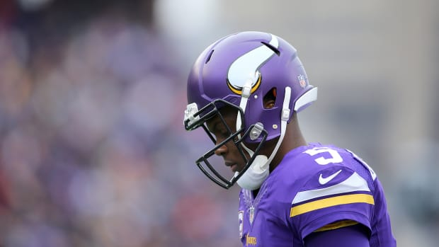 mmqb-teddy-bridgewater-down.jpg