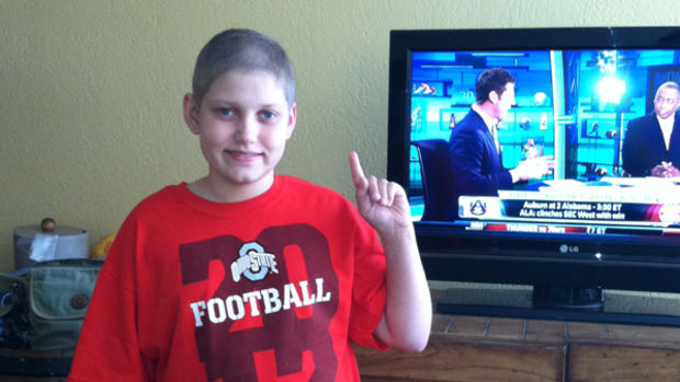 "Young Ohio State Fan Names His Cancer ""Michigan"" – Then Defeats It"