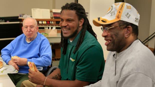 Steelers Linebacker Jarvis Jones Salutes America's Veterans