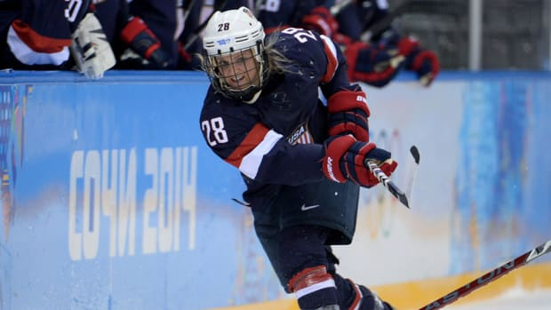amanda-kessel-signs-nwhl-new-york-riveters-olympics-nhl-960.jpg