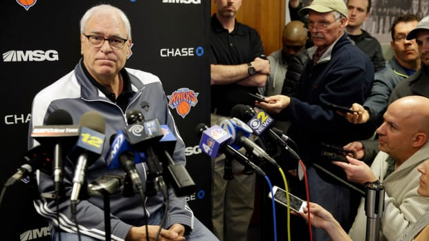 phil-jackson-coaching-knicks.jpg