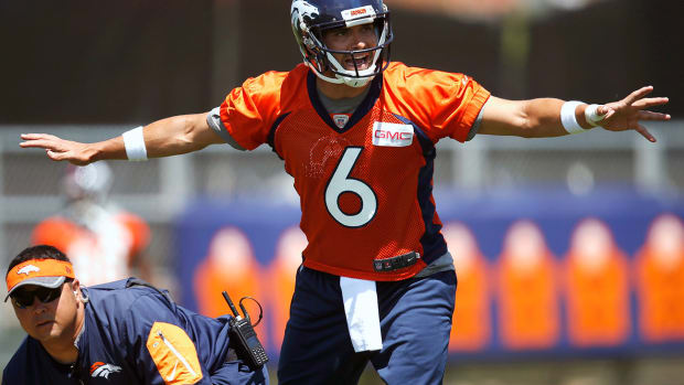denver-broncos-mark-sanchez-training-camp-1300.jpg