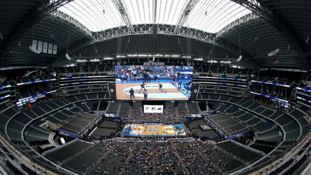 2014 Final Four Day 2: How Would You Use a Giant JumboTron?