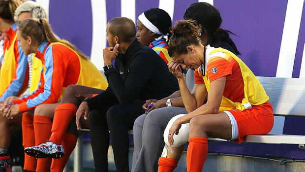carli-lloyd-knee-injury-houston-dash.jpg