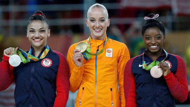 laurie-hernandez-simone-biles-beam-final-rio-olympics.jpg