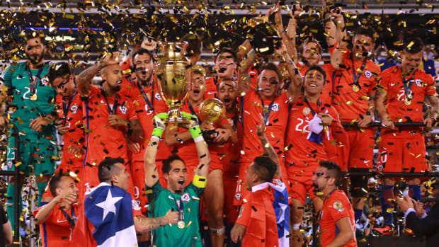 chile-copa-trophy.jpg