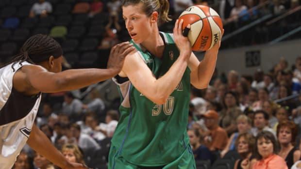 WNBA Great Katie Smith Announces Retirement