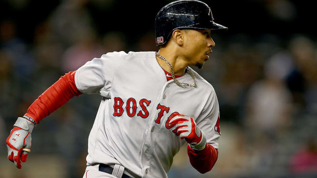 mookie-betts-red-sox.jpg