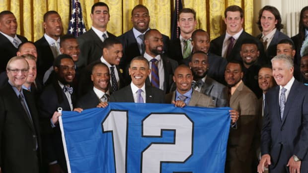 Seahawks Fly the 12th Man Flag at the White House