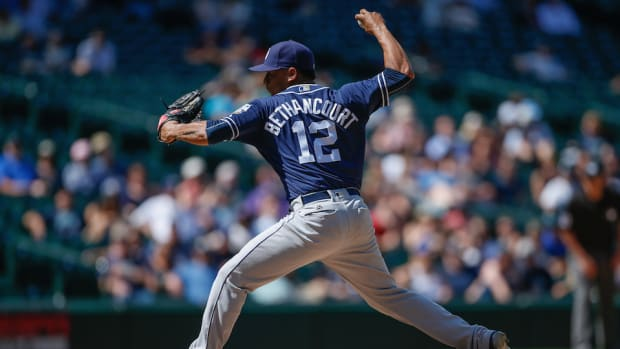 padres-mariners-christian-bethancourt-eephus-pitch-video.jpg