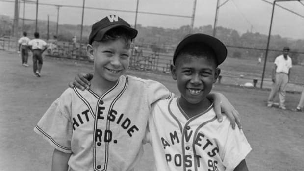 Photographing the African American Baseball Experience