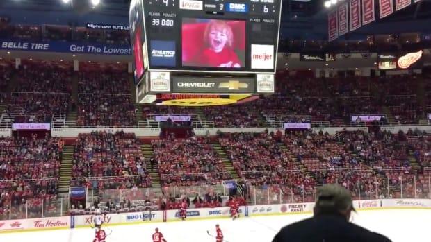 red-wings-ducks-crowd-cheer-little-kid-video.png