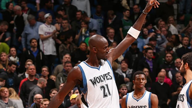 Kevin Garnett Re-energizes Timberwolves Fans With His Return